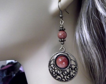 Red Sitara Stone  Necklace and Earring Set in Antique Gold