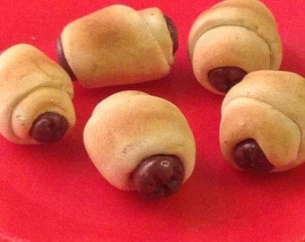 Golden Brown Pigs in a Blanket (5 included)!-1/3 scale miniatures-polymer clay creations for 18 in dolls! (American Girl, Our Generation)