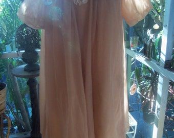 50s KAYSER--Burlesque Baby--Nude Babydoll Peignoir Set--Pin Up Girl--Lace Appliqué--Mini--Floaty