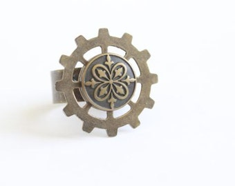 Adjustable Brass Gear/Cog Ring With Ornate Victorian/Steampunk Button