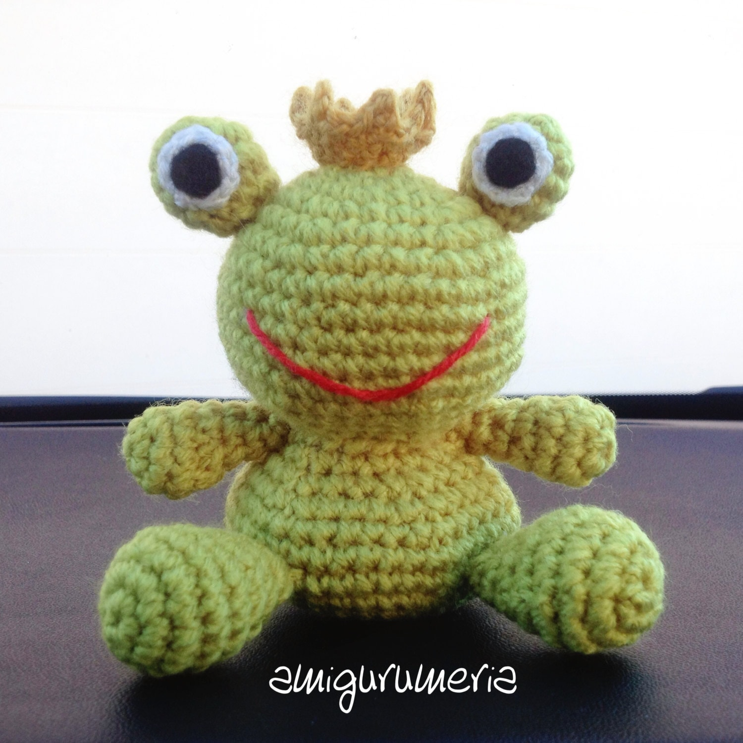 Learn Crochet : learn how to crochet basic beginner amigurumi smiley