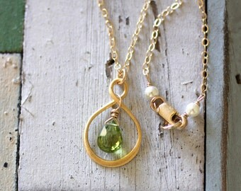 Peridot Necklace, Gold Infinity Necklace, Mom Necklace, Custom Birthstone Necklace, Simple, Minimal, Peridot Green, August Birthstone Gift