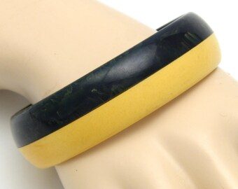 Vintage Laminated Bakelite Bangle Bracelet Creamed Corn / Spinach Colors