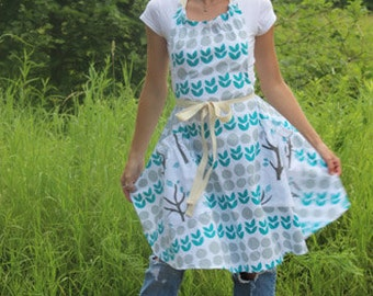 Jenna Apron in Blue Circles