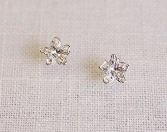SALE . silver flower stud earrings . floral stud earrings . tiny flower earrings . simple flower studs . flower petal earrings // 2NHIB