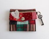 Red and green stripes little pouch with key ring from Bouche cousue, collection, heart, coeur, gingham, plaid, gift.