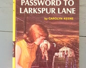 1966 Nancy Drew - mot de passe à Larkspur Lane - Vintage couverture cartonnée