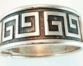 Greek Key Design Stippled Hinged Bangle Bracelet Vintage Costume