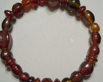 Red Opalescent Glass Beaded Bracelet
