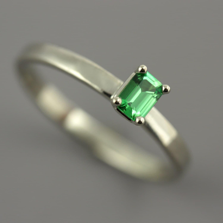 green garnet ring garnet engagement ring tsavorite garnet. Black Bedroom Furniture Sets. Home Design Ideas