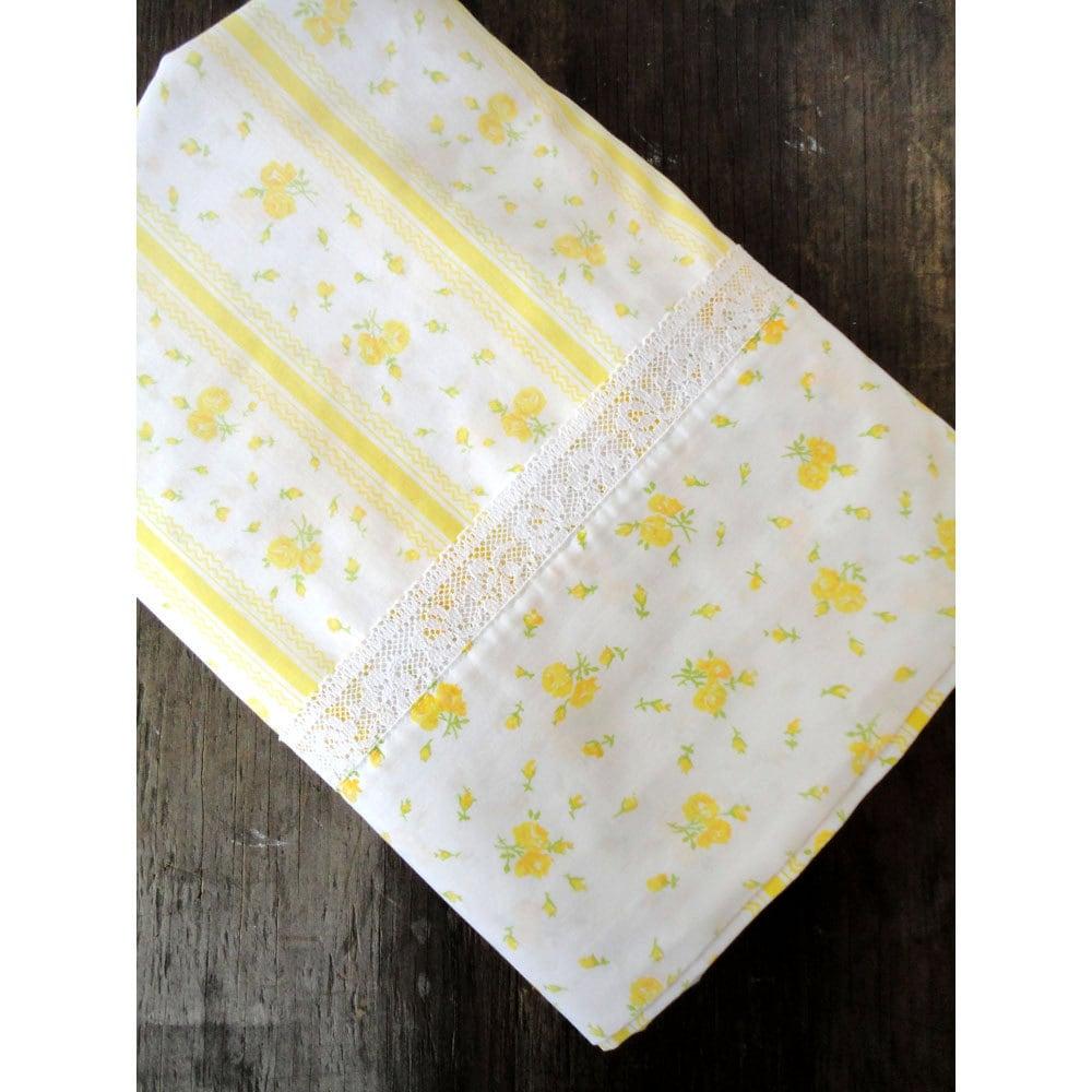 queen yellow flowers flat sheet queen size bed. Black Bedroom Furniture Sets. Home Design Ideas