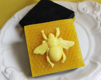 Honey Bee Soap Bar - Animal Soap, Honey Comb, Honey Scented, Insect Soap, Garden, Exfoliating Soap Bar, Kids Soap, Party Favors, Soap Gift