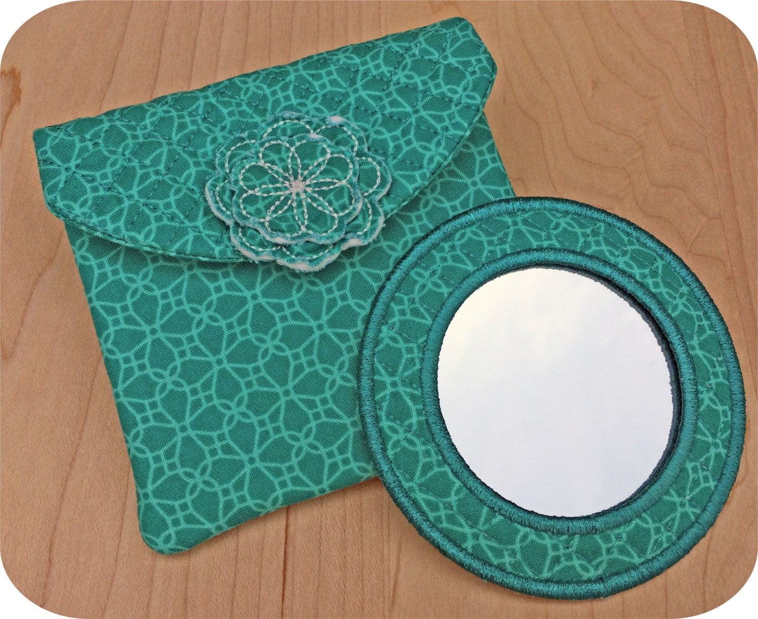In the hoop mirror case and pouch set machine