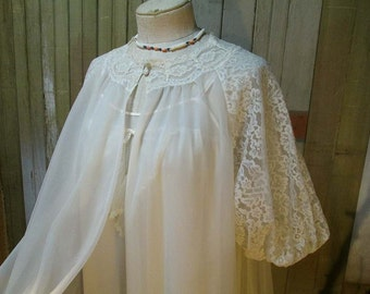 50s Vintage Lace White Nylon Robe Vanity Fair  Vintage Wedding sheer chiffon negligee puffy sleeves M L