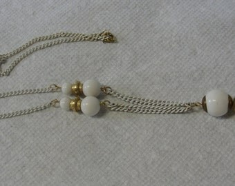 White Chain White Beaded Pendant and Links Necklace