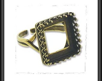 RING - Square shape - FLEUR de LIS design - 14mm - adjustable from size 6 to 8.5