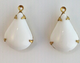 Vintage White Glass Teardrop Stones 1 Loop Brass Setting 18x12mm par018B