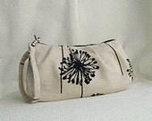 Pleated Wristlet Zipper Pouch // Clutch - Dandelion Black