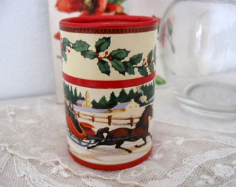 Round Christmas Sleigh and Holly Matchbox with Matches -Pretty Matches-
