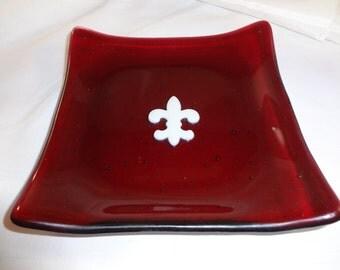Dark Raspberry Fused Glass Dish w/fleur de lis(TD88)