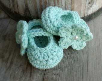 Crochet Mary Jane shoes with removable flower in Mint 3 to 6 mo. size