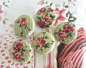 "Fabric Buttons, Retro Light Green White Red Floral Flower Fabric Covered Buttons, Floral Wedding Fridge Magnets, Flat Backs, 1.1"" 5's"
