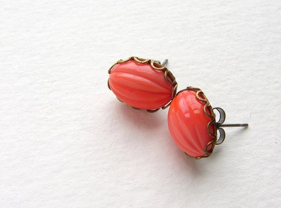 vintage coral stud earrings, melon glass post earrings, vintage glass studs, coral pink orange papaya