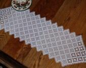 0549 Country Gingham Runner Crochet Pattern