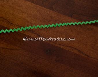 3 yards Spring Green Rick Rack- Vintage Fabric Trim Juvenile 70s New Old Stock
