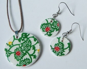 SALE SET Forest Green Bursts of Flowers Circle Wood Pendant Necklace Earrings