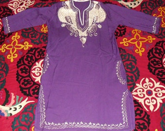 Gorgeous Vintage Indian Embroidered Kaftan White Paisley on Purple