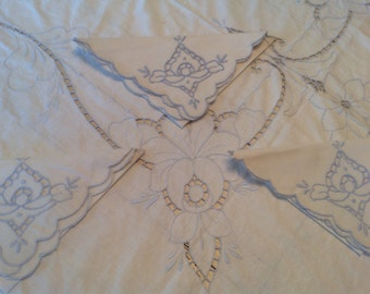 50s Cotton Tablecloth  Napkin Set White Blue Flower Cut Out Scalloped Edge Dinner Party Table Setting Stella Ranae