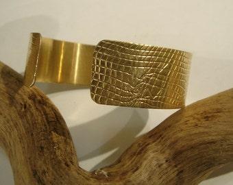 Brass cuff bracelet Embossed Mesh Net design Handmade