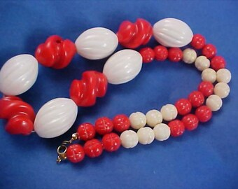 Red & White Carved Lucite Bead Graduated Sizes Necklace
