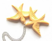 Light peach flying and kissing resin swallow love birds silver necklace