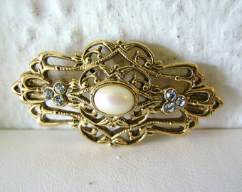 Vintage deco/ victorian style gold brooch with white pearl center and clear crystals (H1)