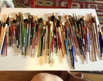 100 ARTIST'S BRUSHES brand new.