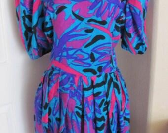 Dress 1980s Ladies Colorful Silk Short Sleeve High Neck Flora Kung Dress Size 10