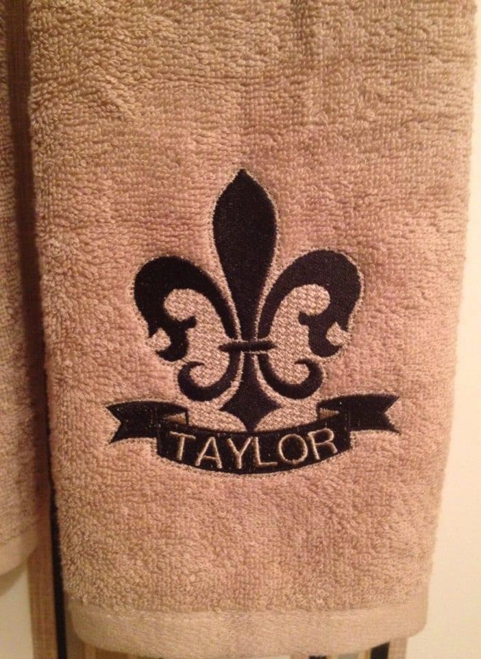 Embroidered fleur de lis hand and ribbon hand towels - Fleur de lis bath towels ...
