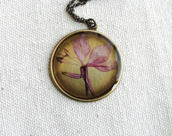 Soft Pink Flower Necklace Pressed Flower Necklace Botanical Jewelry Preserved Plant Gaura Flower Resin Bridal Nature Inspired Garden Gift