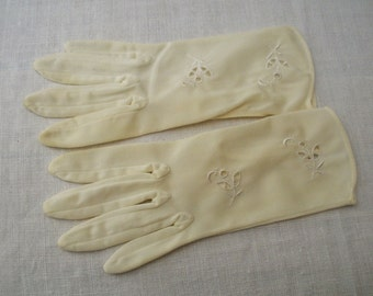 Vintage Lt. Creamy Ivory Nylon Flowered Gloves