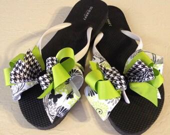 Ladies size 9 Black & Green Flip Flops with Boutique Bows