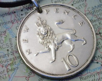 GREAT BRITAIN - ( 10 New Pence ) Coin Pendant - ( Crowned Lion ) - Coin Jewelry w/ Real Leather Necklace & Lobster Clasp - 4c6