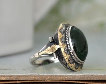 VINTAGE FIND, Art Deco style sterling silver ring with green Chalcedony, U.S size 5