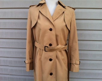 ON SALE - Vintage Etienne Aigner Khaki Trench Coat from the 1970s - size 8 / Medium