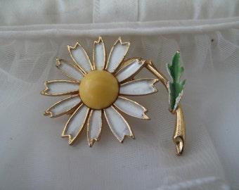 Weiss Daisy Enamel Brooch Mid Century Estate Jewelry