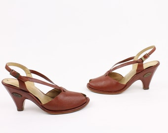 Vintage 70s Leather Sandals Pumps Candies Sienna Brown Leather Peep Toe Shoes Size 7 Heels Boho 1940s Style 1970s Hippie Shoes