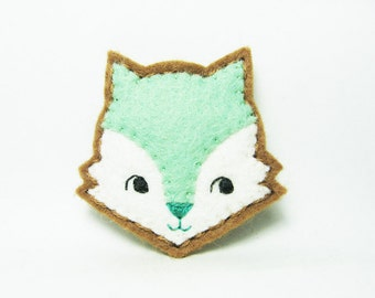 Mint curious happy fox felt brooch - tiny size - made to order
