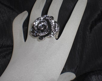 Antiqued Silver Pewter Clear Rhinestone Flower Stretch Ring