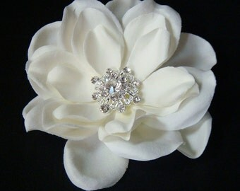 Wedding hair flower / ivory bridal flower hair clip with vintage style rhinestone centerpiece / bridal crystal flower / ivory hair flower